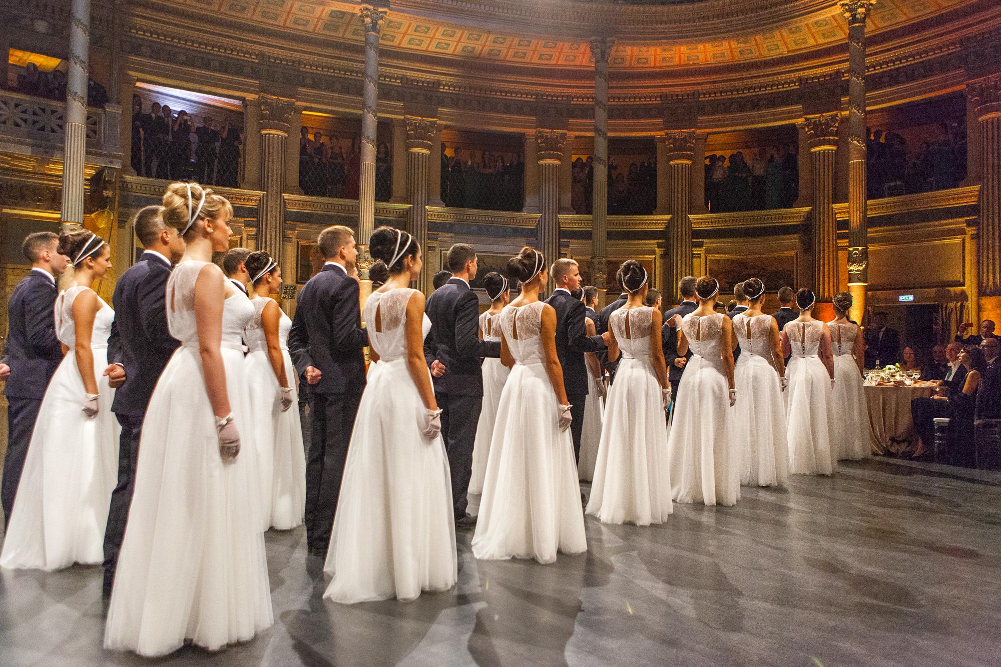 Come partecipare al ballo delle debuttanti | Notizie.it