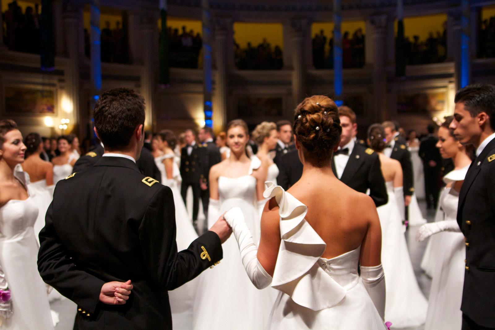 Partecipa come debuttante gran ballo delle debuttanti - Lezioni di portamento ...